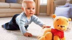 Як навчити дитину повзати
